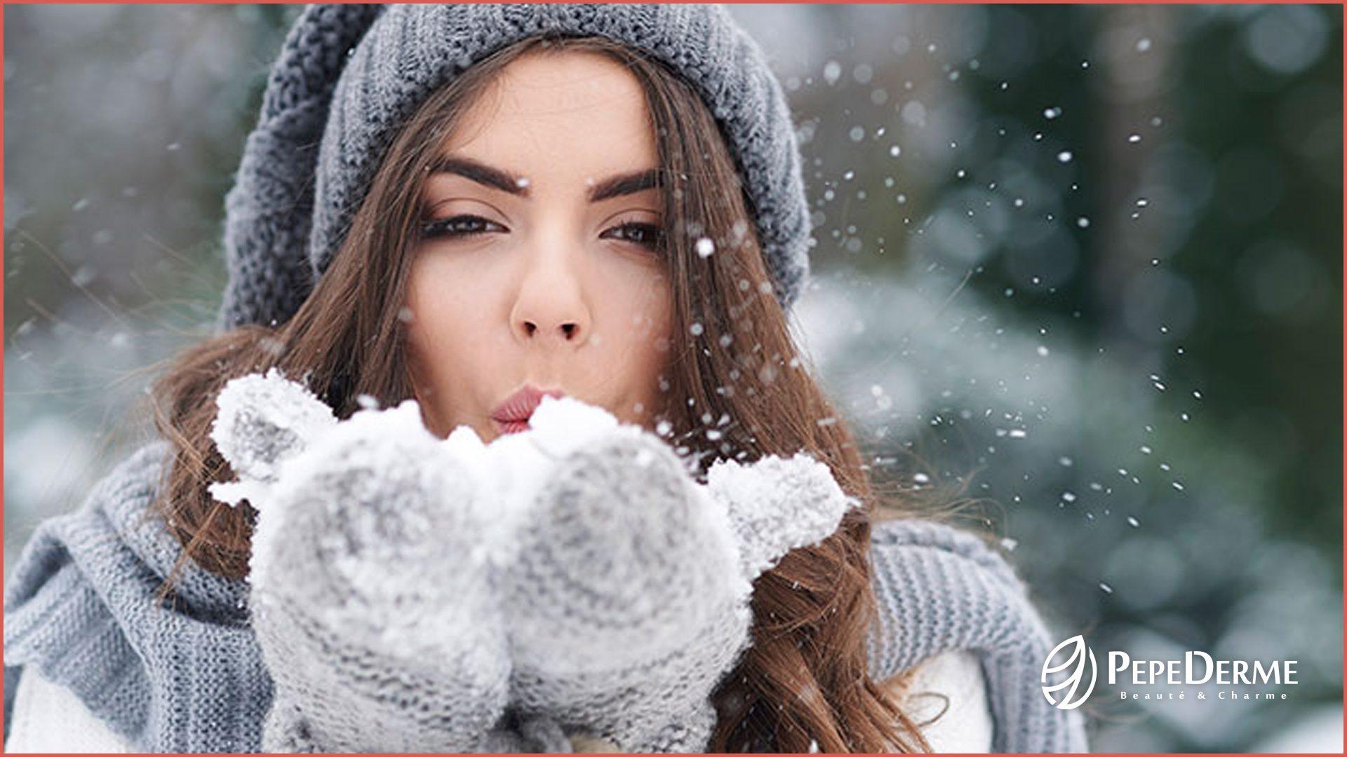 Proč je tak důležitá hydratace pokožky Věděli jste, že i mastná pokožka potřebuje hydratovat? Správná péče a vhodný produkt může pokožce pomoci dýchat a zářit.